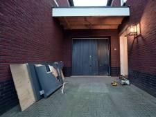 Woning burgemeester Woensdrecht beschadigd door vuurwerkbom, politie sluit gerichte actie niet uit