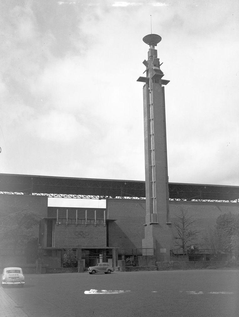 Het Olympisch Stadion met de Marathontoren Beeld anp