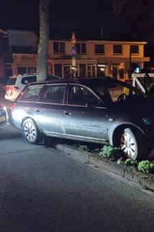 Achtervolging automobilist in Belgische auto eindigt met knal tegen lantaarnpaal in Otterlo