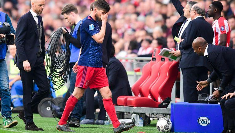 Klaas Jan Huntelaar van Ajax verlaat het veld tijdens de wedstrijd tussen PSV en Ajax Beeld ANP
