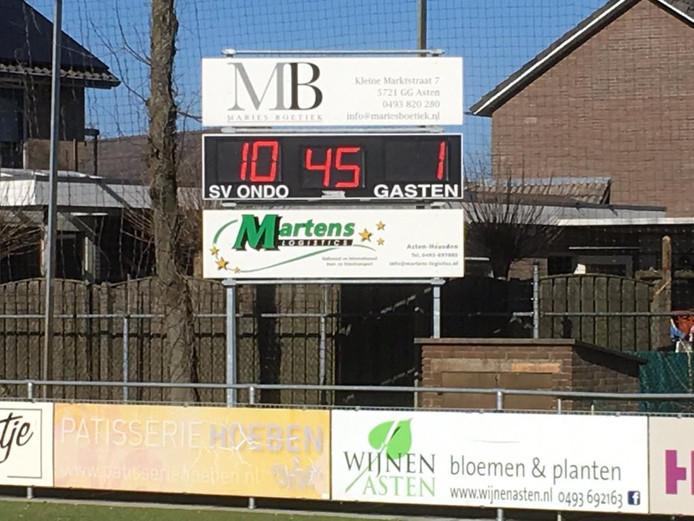 Het scorebord zegt alles bij ONDO - Sterksel. Bij rust stond het 10-1.