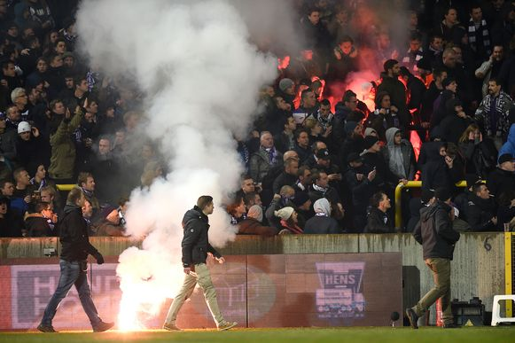 KFCO Beerschot Wilrijk stilgelegd door rellen tussen beide supportersgroepen. (FOTO GMAX AGENCY)