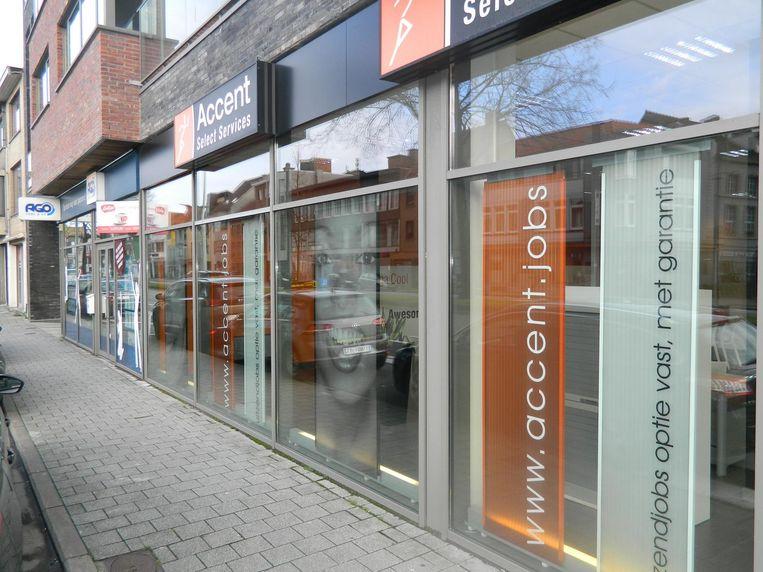 In de Molenstraat zitten Accent en Ago broederlijk naast elkaar. Ago heeft twee kantoren in Eeklo, Accent zelfs drie.