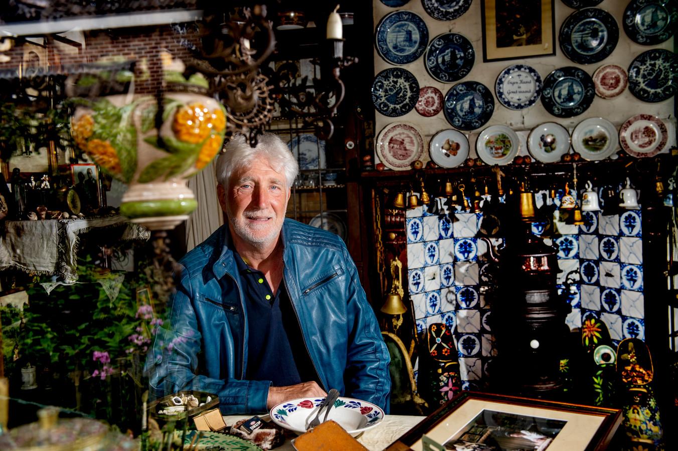 Johan De Weerd tussen de kunstwerken van Herman Kip: ,,Hij maakte de kunst voor zichzelf, het was een einzelgänger.''
