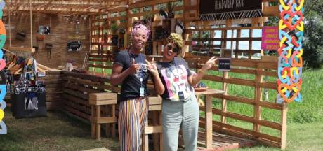 Dit tassenbedrijf helpt vrouwen in Suriname aan het werk