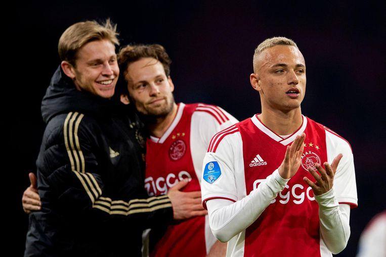 Noa Lang met achter hem Daley Blind en Frenkie de Jong. Ajax speelde in maart 2019 voor het laatst tegen PEC Zwolle (2-1). Beeld anp