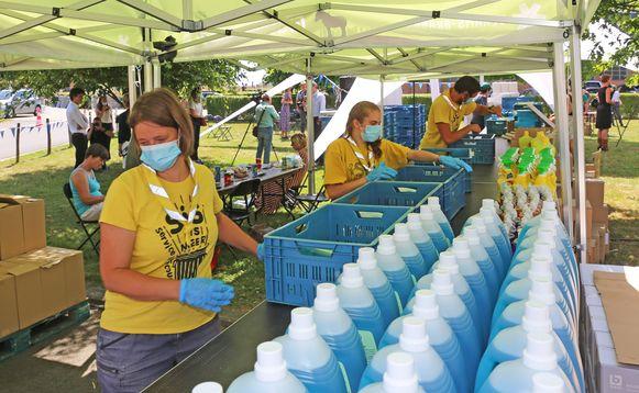 De hygiënepakketten werden vanmiddag samengesteld op het PIVO-domein.