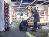 LIVE   Tijdsdruk tijdens het schoenen passen in Zwolle en Deventer lesauto's mogen weer de weg op