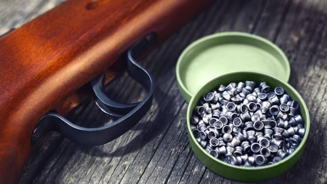 Drugdealer riskeert 18 maanden cel nadat hij met loodjesgeweer verhaal gaat halen bij klanten die niet betaalden