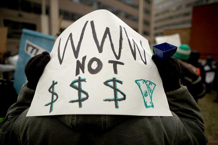 Heel wat tegenstanders demonstreerden voor het gebouw in Washington DC.