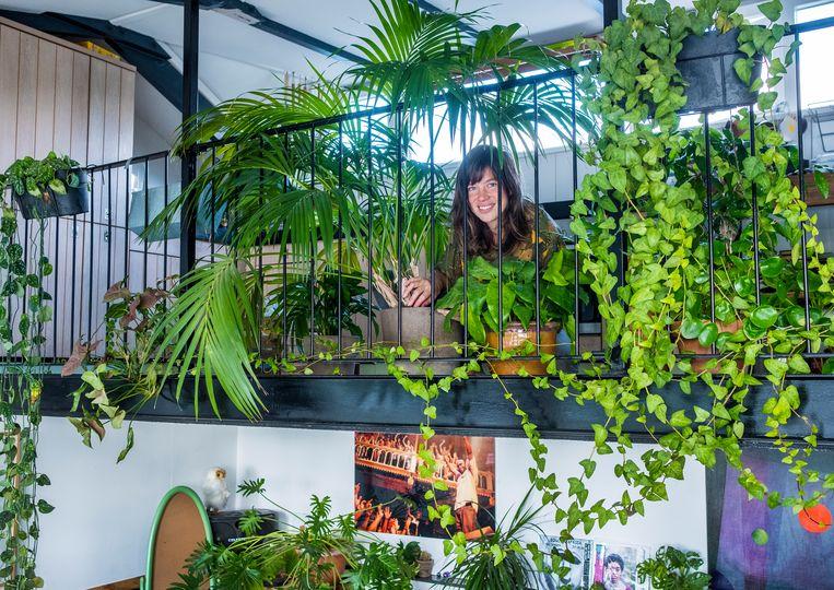 Liedewij Loorbach (41) is mede-eigenaar van Sprinklr, een webshop met verzorgingsapp voor duurzaam gekweekte binnen- en buitenplanten. Beeld Patrick Post