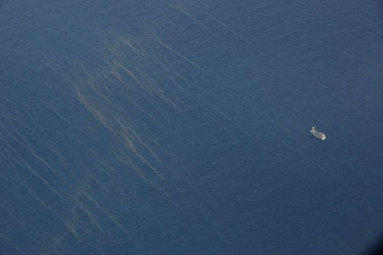 De olievlekken zijn gezien op 150 kilometer van het Vietnamese eiland Tho Chu. Beeld AFP