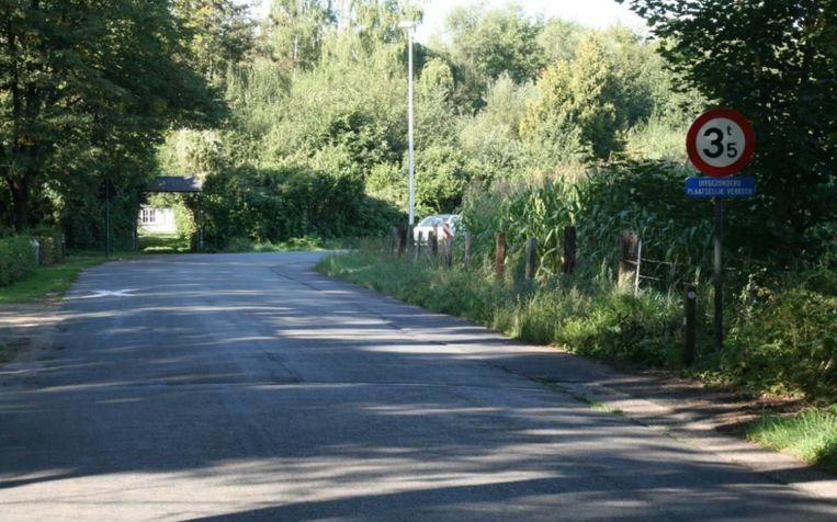 De brug over de Warmbeek vertoont slijtage.