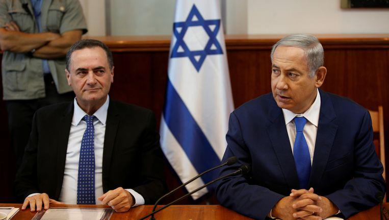 De Israëlische premier Benjamin Netanyahu (rechts) en transportminister Yisrael Katz.