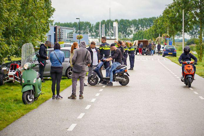 De situatie op de Hydrangea kort na de melding van een ongeluk tijdens vermoedelijk een illegale straatrace.
