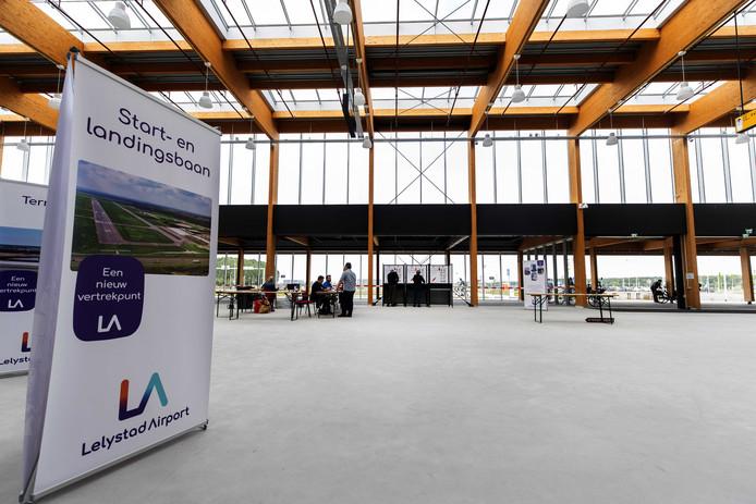 De nieuwe terminal van vliegveld Lelystad Airport. De regionale luchthaven moet nog in gebruik worden genomen voor vakantievluchten