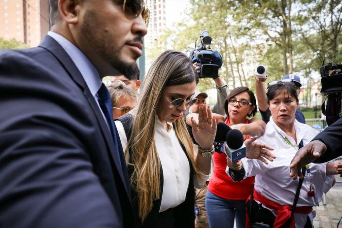Emma Coronel Aispuro, mevrouw Guzman, arriveert bij de rechtszaal.