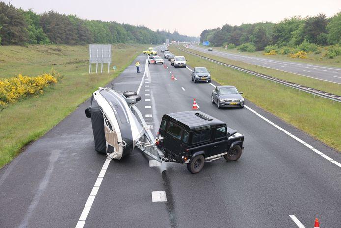 De boot kapseisde op de snelweg in de buurt van Wezep.