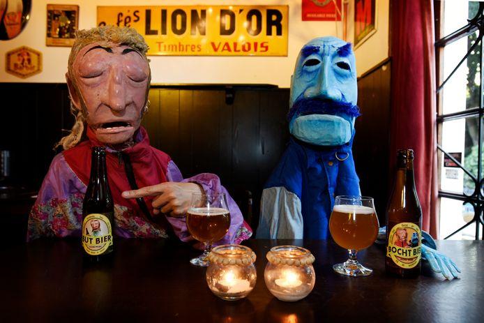 De poppen de Ferry van de Zaande en Fred van Boeschoten zijn presentaren van filmpjes waarin de talenten worden beoordeeld.
