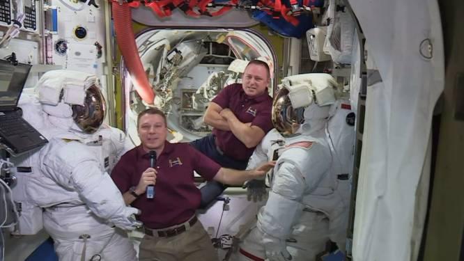 Twee opvarenden van ruimtestation ISS aan ruimtewandeling begonnen