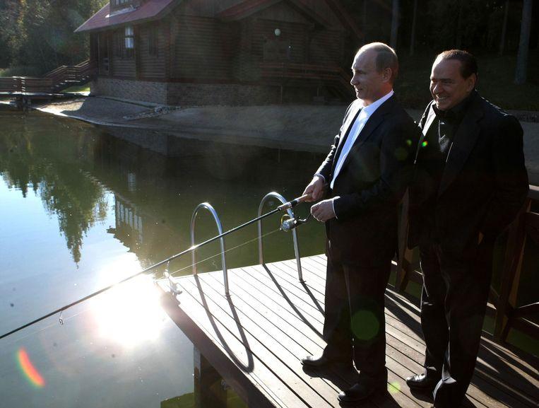 Berlusconi en Poetin aan het vissen in 2010 Beeld anp