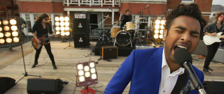 Himesh Patel als B-artiest Jack Malik, die de wereld opnieuw laat kennismaken met de muziek van The Beatles. Beeld Universal Pictures