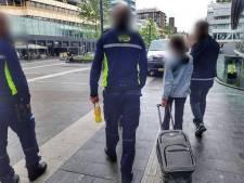 Syrisch meisje (11) strandt moederziel alleen op station Utrecht Centraal. 'Dit raakt je in je hart'