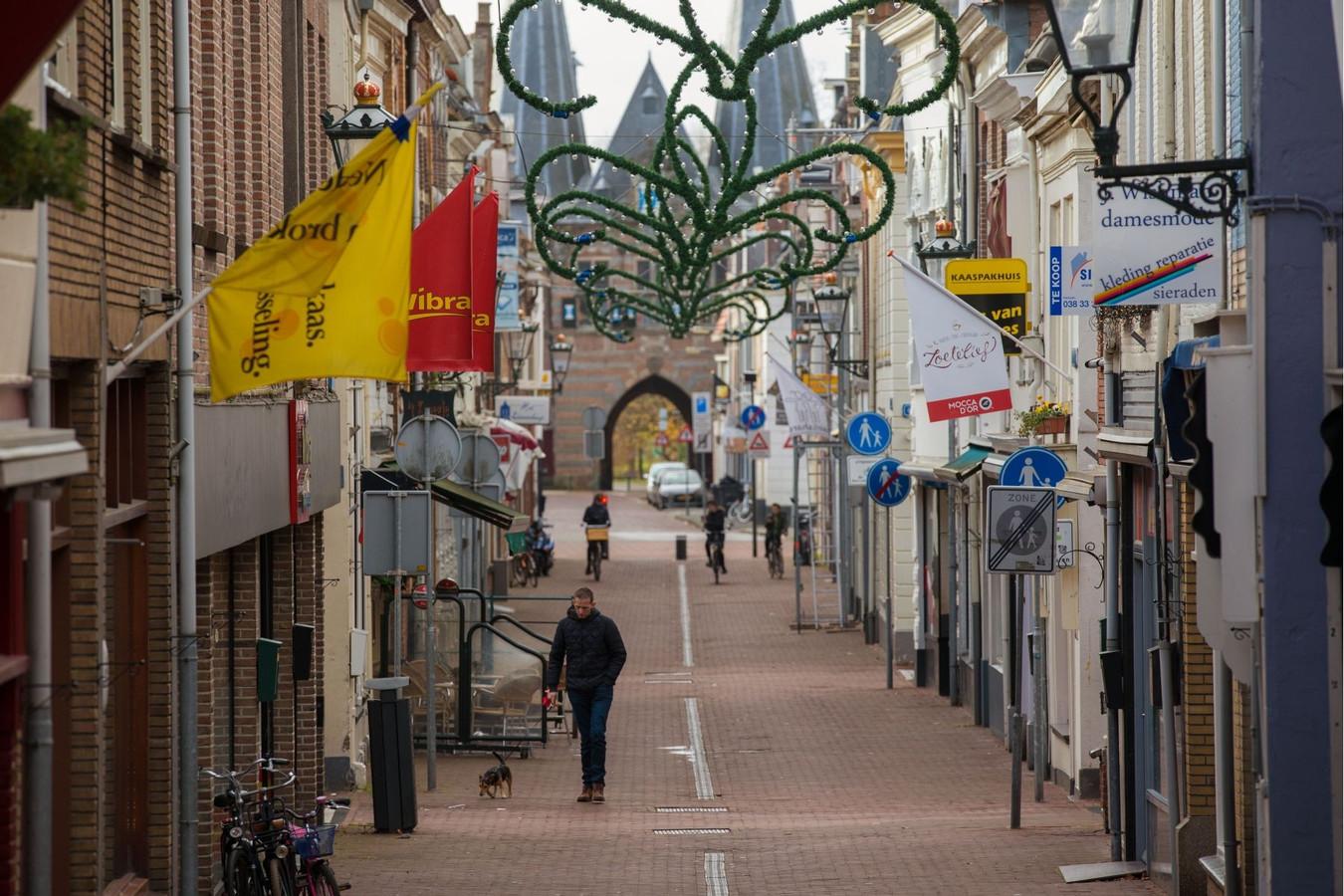 De Geerstraat in Kampen op een zondagmiddag.