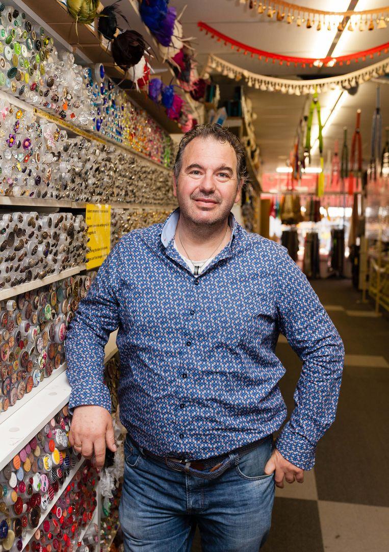 Mark Vos van fourniturenwinkel Jan de Grote Kleinvakman. Beeld Nina Schollaardt