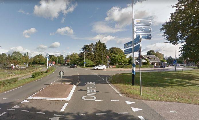 De kruising van de Ulftseweg, Dinxperloseweg en Oversluis, gezien vanaf de zijde van Ulft.