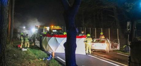 Achtervolging door politie vanaf Duitse grens eindigt in horrorcrash: 18-jarige bestuurder zwaargewond