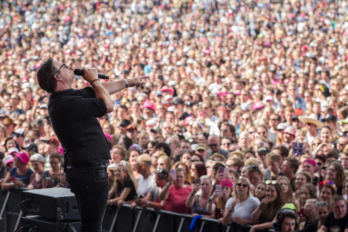 Guus Meeuwis stond vorig jaar op Pinkpop.