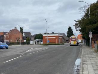 Zwart kruispunt in Sint-Amandsberg wordt dit najaar weggewerkt: twaalf parkeerplaatsen verdwijnen