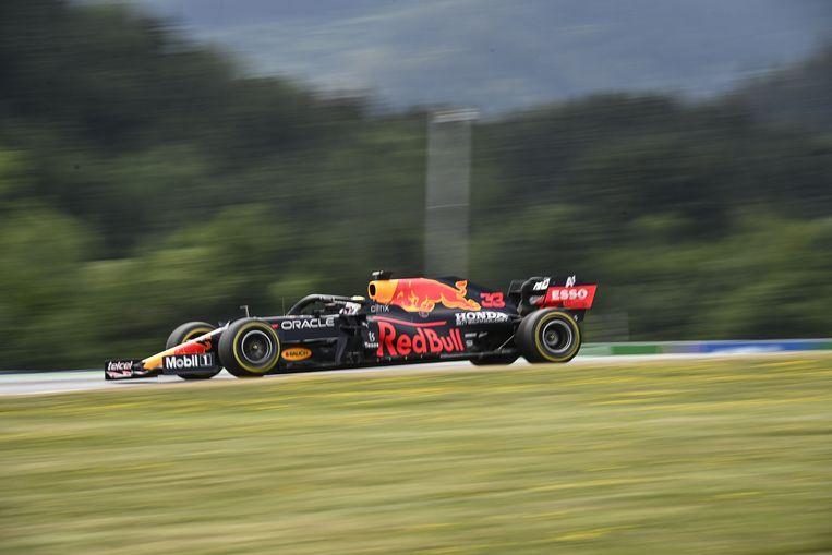 Max Verstappen in actie in Oostenrijk.  Beeld EPA