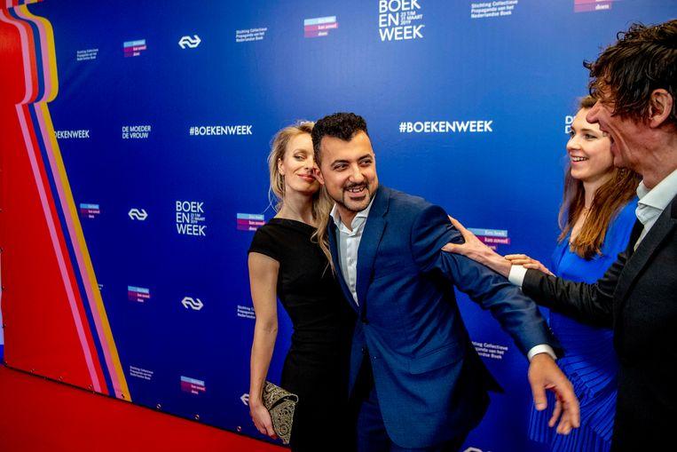 V.l.n.r.: Anna van den Breemer, Özcan Akyol, Jet Steinz en Peter Buwalda in 2019 op de rode loper van het Boekenbal in Internationaal Theater Amsterdam, het traditionele openingsbal op de vooravond van de Boekenweek. Beeld ANP