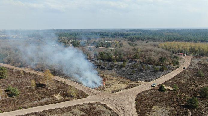 Er kwam een rookpluim vrij bij de brand op de Leusderheide.