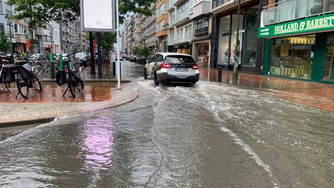 Zóveel regen dat Lippenslaan in Knokke onder water staat