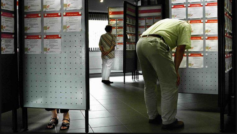 Werkzoekenden bij het UWV. Beeld Joost van den Broek / de Volkskrant