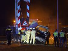 Agenten redden leven beknelde bestuurder bij autobrand op A1 bij Bathmen