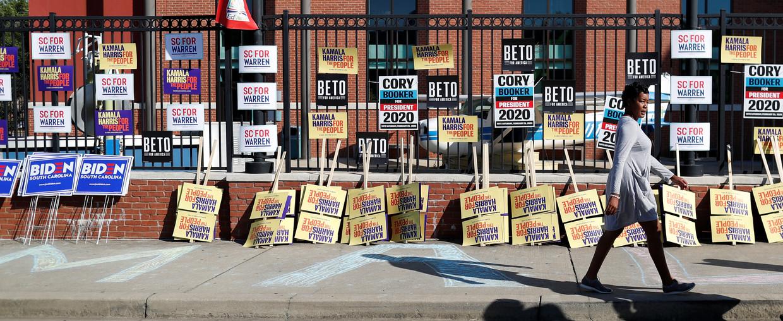 Campagnemateriaal van kandidaten ligt al klaar in de stad Columbia in South Carolina.