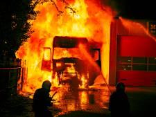 Drie mannen opgepakt voor vrachtwagenbrand waarbij chauffeur ernstig gewond raakte
