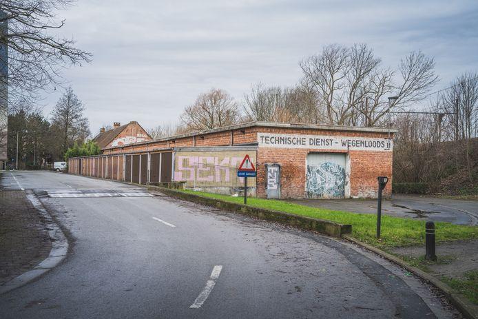 Onder meer deze loods aan de Frans de Mildreef in Ledeberg wil de Stad Gent niet langer gebruiken.
