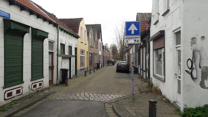 De Tholensstraat in de Terneuzense binnenstad, de straat met de goedkoopste koopwoningen in Nederland.