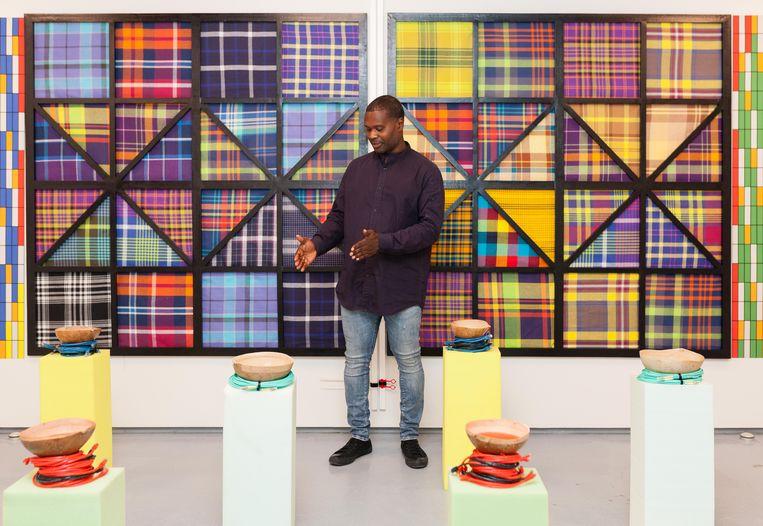 Afstudeershow Gerrit Rietveld Academie: Maikel Deekman verbeeldt zijn westerse en Surinaamse invloeden. Beeld Nina Schollaardt