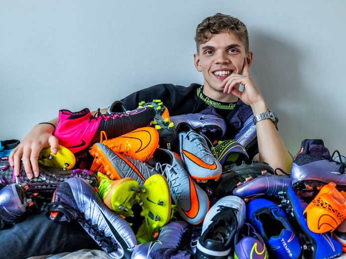 Wessel Rietveld met zijn voetbalschoenen