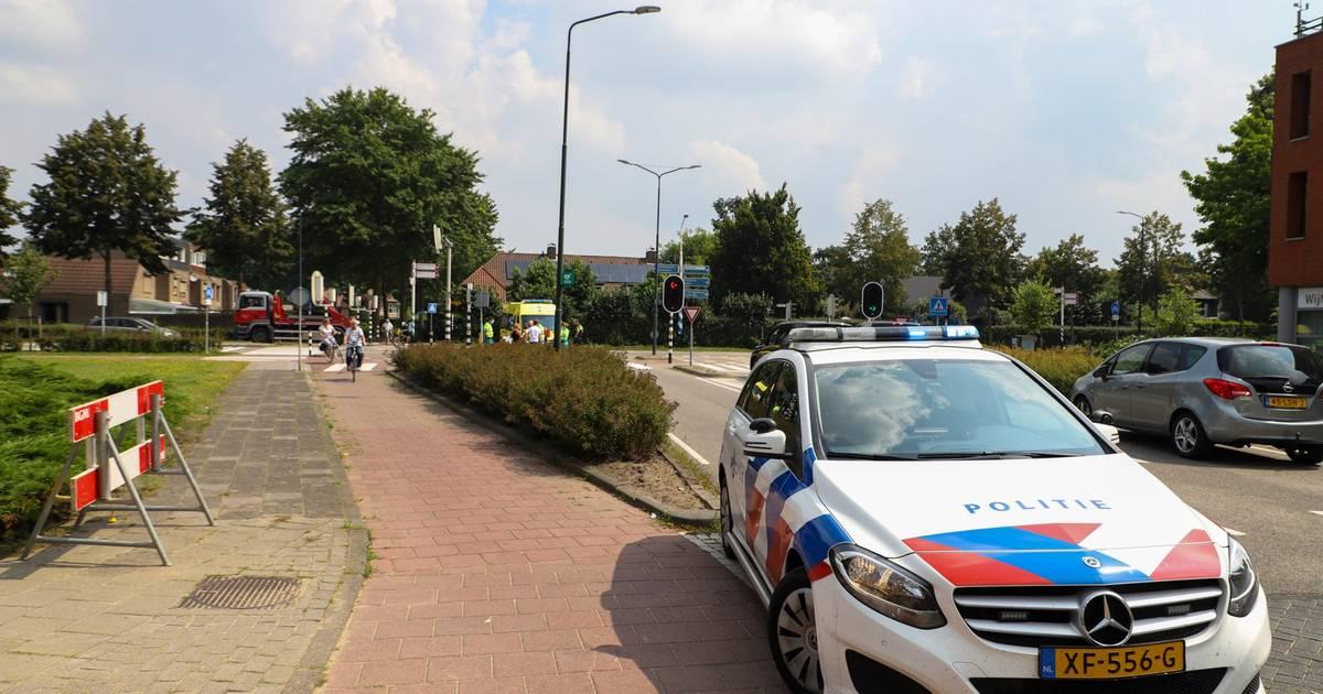 Bestuurster scootmobiel gewond na botsing met personenauto in Veghel.