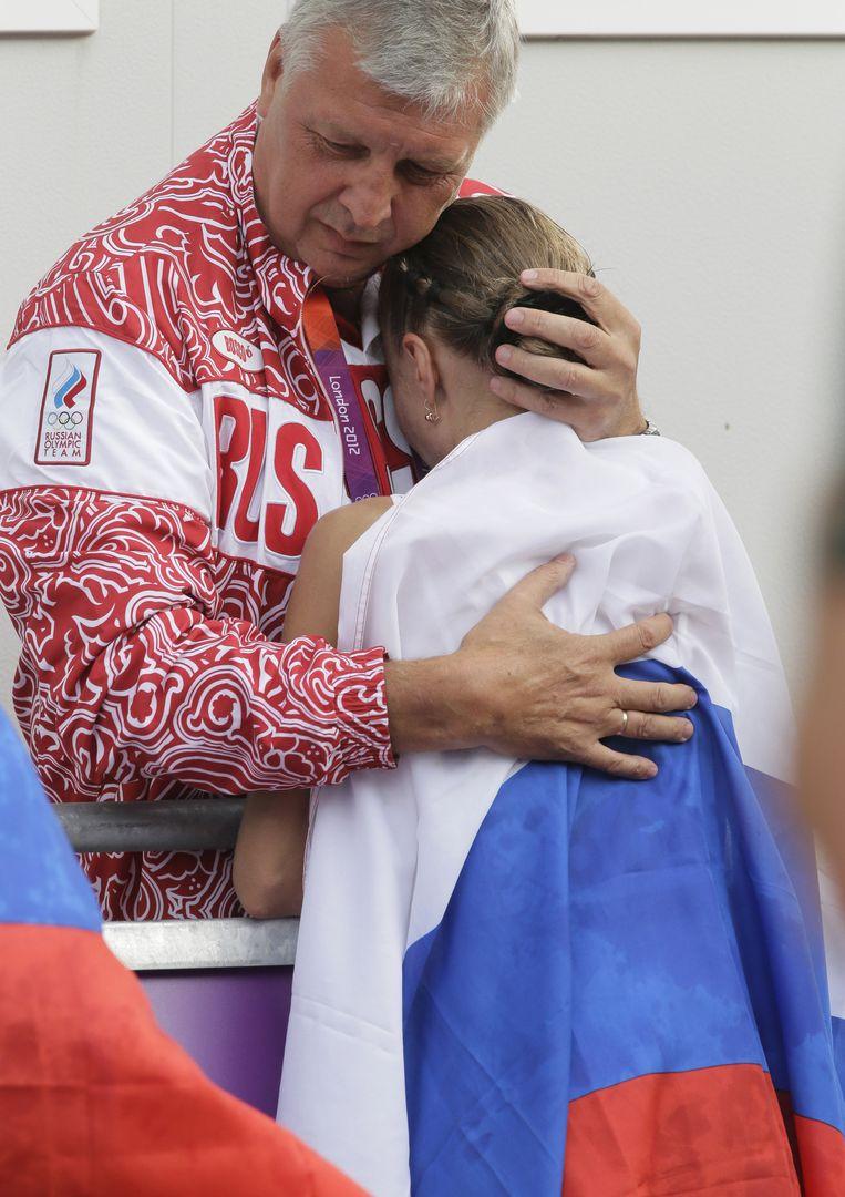 Olga Kaniskina na het veroveren van de zilveren medaille op het onderdeel snelwandelen op de Olympische Spelen van 2012. Beeld ap