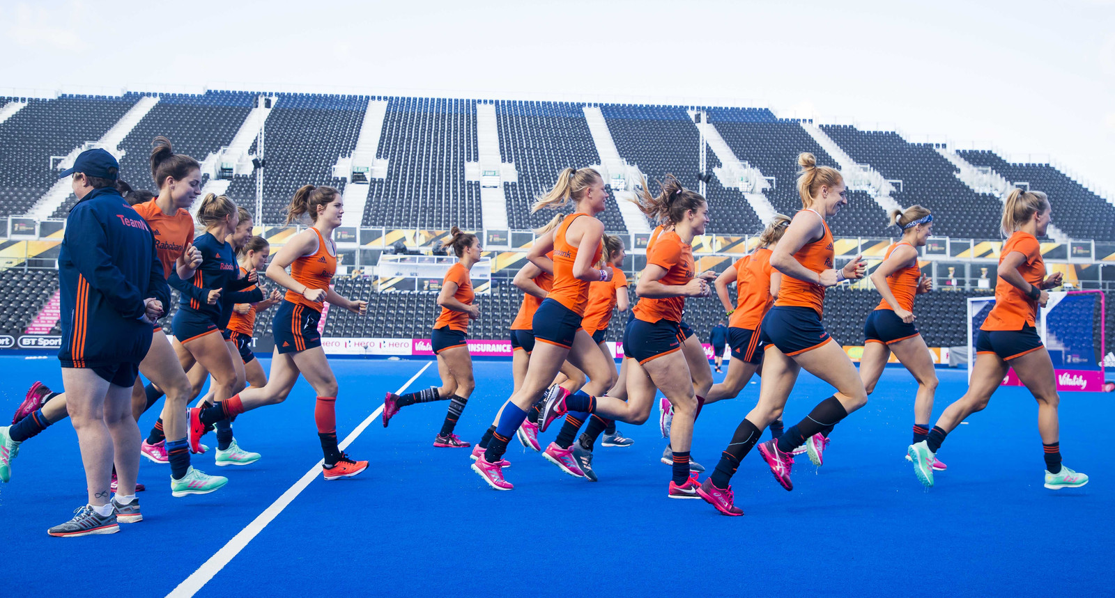 De speelsters van Oranje tijdens hun training.