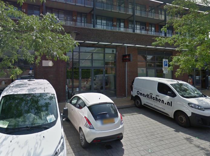 Het personeel van een restaurant aan de Platehaven in Barendrecht wist vanavond een overval te voorkomen.