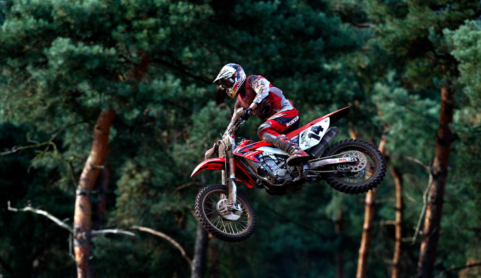 Motorcrosser Marc de Reuver in 2008 op circuit  de Herselse bossen in Lierop tijdens de GP van de Benelux.